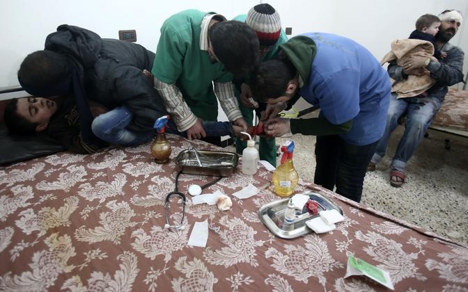 Patsiente ravitakse Ghouta idaosas ajutiselt püstipandud haiglas.