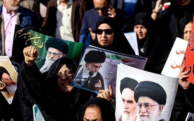 Usujuhte ja valitsust toetav meeleavaldus Teheranis.