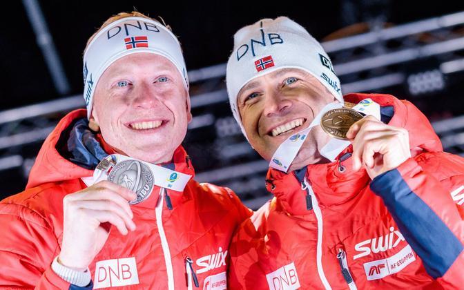 Johannes Thingnes Bö ja Ole Einar Björndalen olid Hochfilzeni MM-il jälitussõidus koos pjedestaalil.