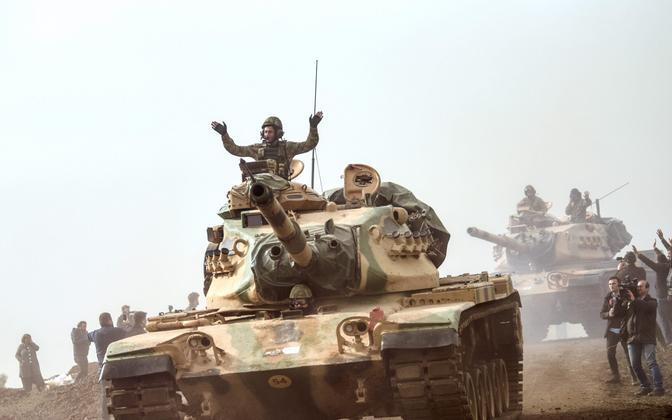 Türgi tank Süüria piiri lähistel.