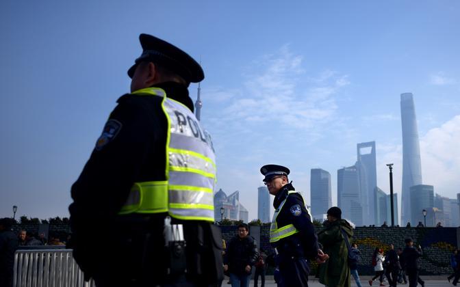 Politseinikud Shanghai tänaval.