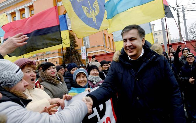 Mihheil Saakašvili 4. veebruaril Kiievis meeleavaldajatega kohtudes.