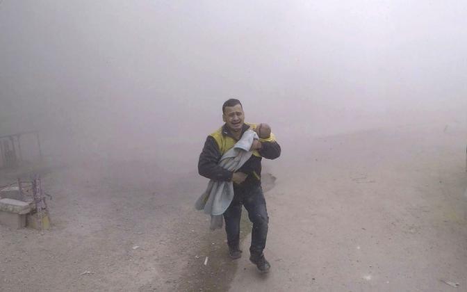 Pärast õhurünnakut mässuliste käes olevas Damaskuse-lähedases enklaavis 6. veebruaril.
