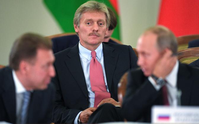 Kremli pressiesindaja Dmitri Peskov, esiplaanil esimene asepeaminister Igor Šuvalov ja president Vladimir Putin.