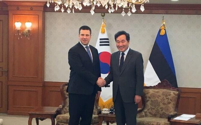 Prime Minister Jüri Ratas with his South Korean counterpart, Prime Minister Lee Nak-yeon.