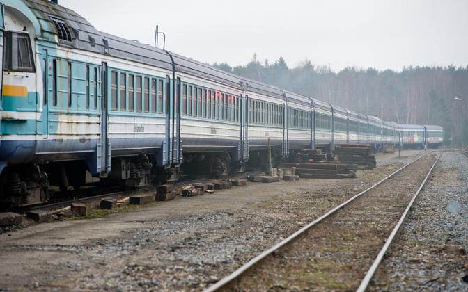 Edelaraudtee trains standing unused after Elron took over the operation of passenger rail service in Estonia. Jan. 6, 2014.