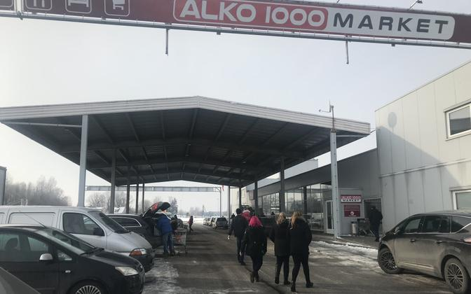 Shoppers at an Alko1000 store just on the Latvian side of the border of the dual border town of Valga-Valka.