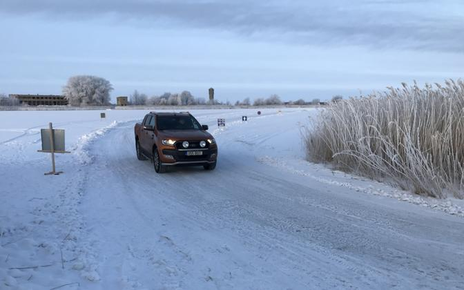 The Haapsalu-Noarootsi ice road was opened briefly to traffic on Friday morning.