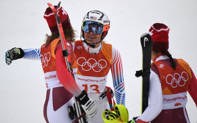 Lindsey Vonn embamas kahte pjedestaalile jõudnud šveitslannat