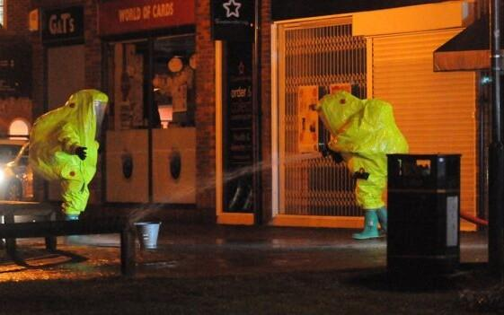 Kaitseülikondades eksperdid Salisbury linnas seoses Skripali juhtumiga.