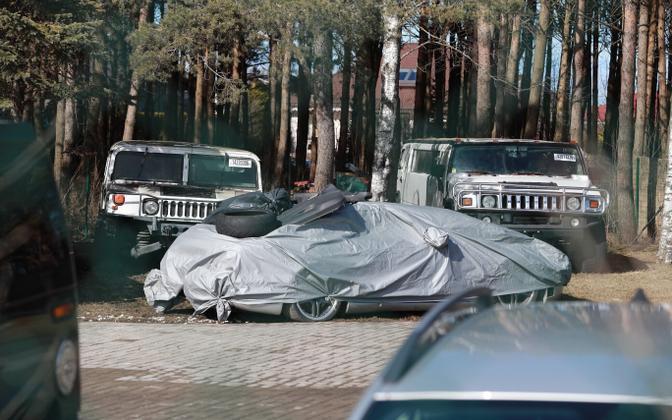 Jaanus Vingi koduhoov, kust politsei tema masinaid minema viis