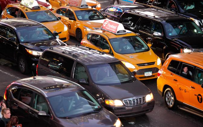 Traffic-bound taxis in America (picture is illustrative).