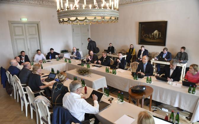 Valitsuskabinet kogunes riigieelarve strateegia arutelule.