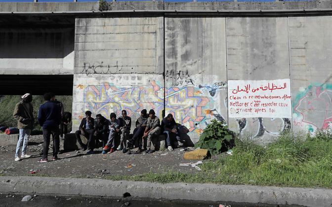 Migrandid Itaalias Prantsusmaa piiri äärses Ventimiglia linnas.