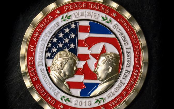 Valge Maja (esimene) dekoratiivmünt Trumpi ja Kimi tulevase kohtumise teemal.