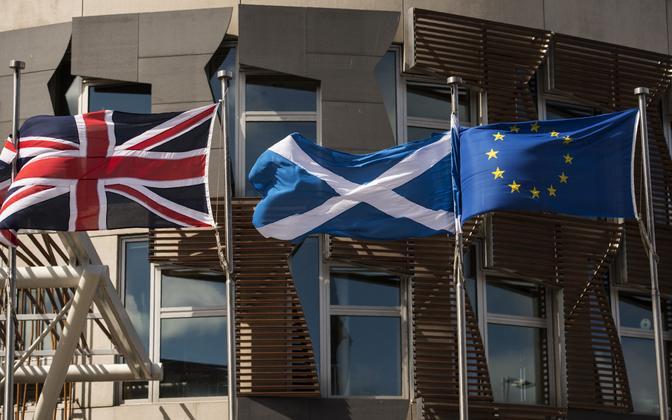 Suurbritannia, Šoti ja Euroopa Liidu lipud.