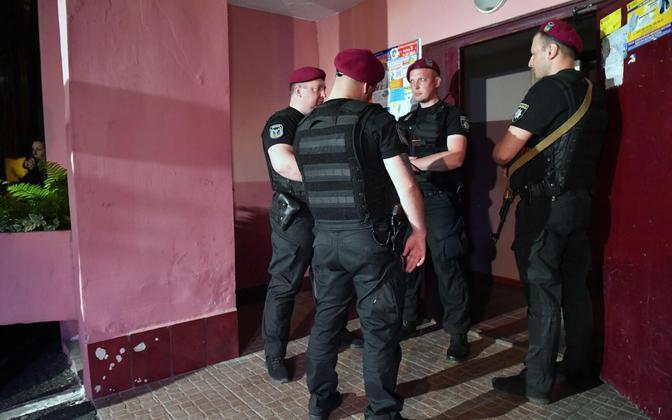 Võimuesindajad teisipäeva õhtul Kiievis Arkadi Babtšenko kodumajas.