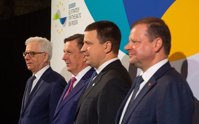 Polish Minister of Foreign Affairs Jacek Czaputowicz, Latvian Prime Minister Māris Kučinskis, Estonian Prime Minister Jüri Ratas (Centre) and Lithuanian Prime Minister Saulius Skvernelis in Tallinn on Monday. 4 June, 2018.