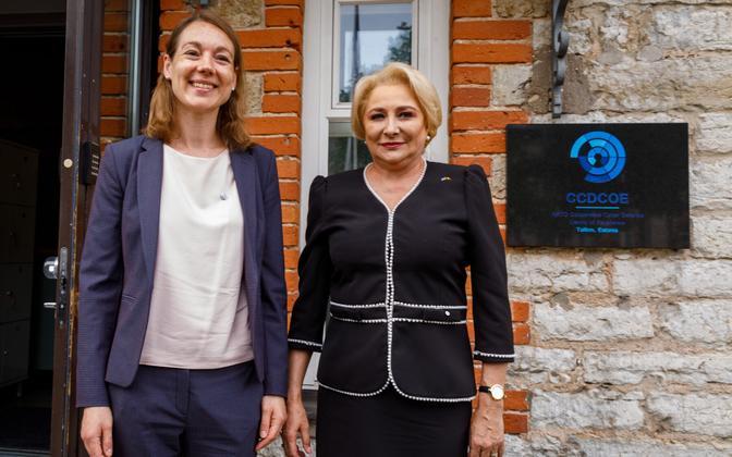 Romanian Prime Minister Mrs. Viorica Dăncilă (right) together with CCDCOE Director Merle Maigre in Tallinn