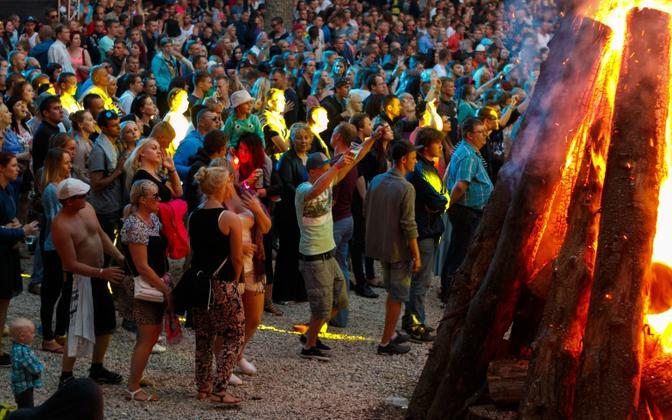 A larger Jaanipäev gathering, at Pühajarv in southern Estonia