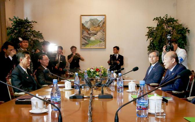 Kahe Korea kohtumine 22. juunil Kumgangi mäe kuurortlinnakus.