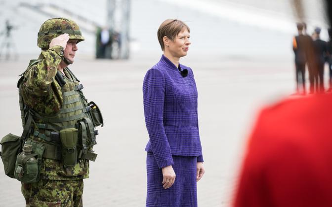 President Kersti Kaljulaid võidupüha paraadil Tallinna lauluväljakul.