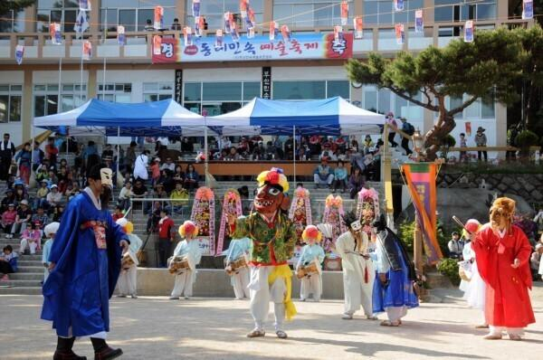Lõuna-Korea folkloorirühm Tongnae Yaryu