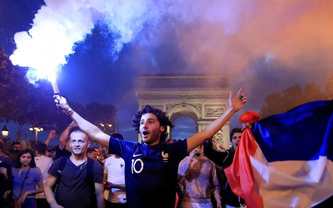Juubeldavad Prantsusmaa fännid Pariisis.