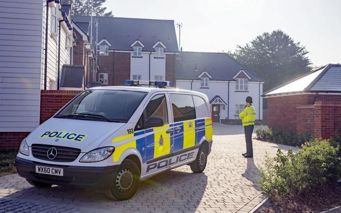 Briti politsei Charlie Rowley kodu juures.