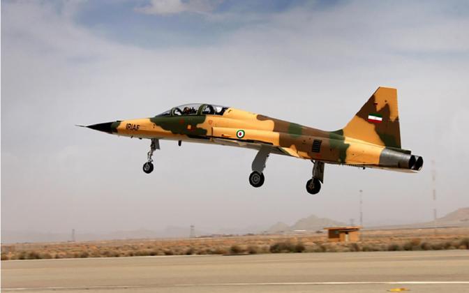 Iraani hävituslennuk Kowsar.