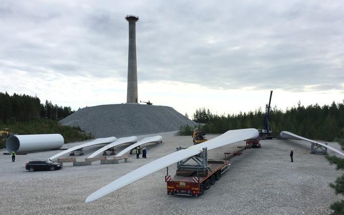 Augusti lõpus viidi Aidusse, kus kohtumääruse järgi ehitust toimuda ei tohi, uued tuulikulabad. Sõnajalgade sõnul toimub üksnes ladustamine.