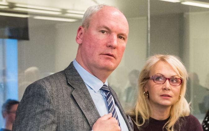 Mart Luik koos erakonnakaaslaste Riina Solmaniga, kelle mõlema nimed on varem käinud läbi kui Isamaa linnapeakandidaadid.