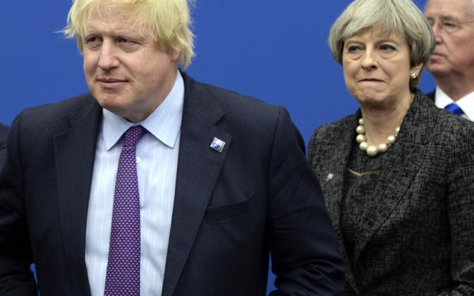 Briti endine välisminister Boris Johnson ja peaminister Theresa May.