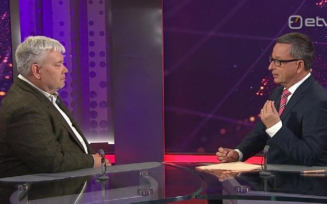 Toomas Sildam (left) talking to Margus Saar on Friday evening's ''Aktuaalne Kaamera''.