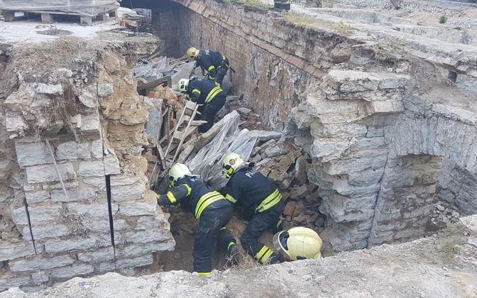 Rescuers on the scene at the collapse on Monday. 10 September 2018.