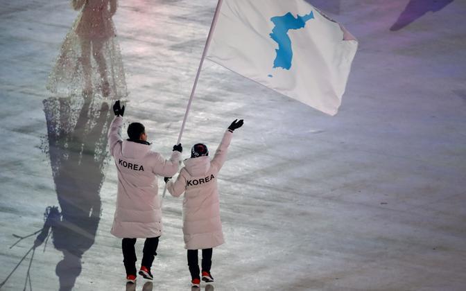 Põhja- ja Lõuna-Korea sportlased PyeongChangi olümpiamängude avamisel ühise lipuga.
