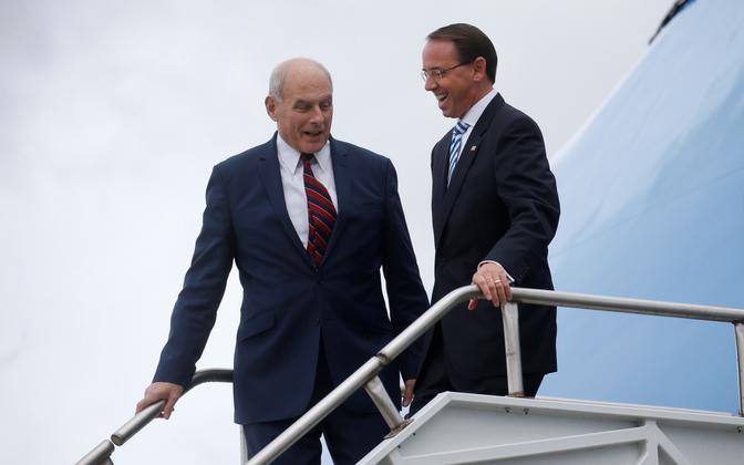 Valge Maja personaliülem John Kelly ja asejustiitsminister Rod Rosenstein (paremal) Air Force One'i trepil 8. oktoobril.