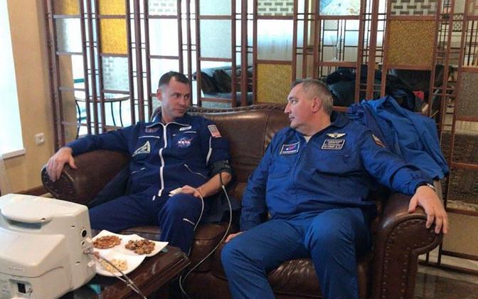 USA astronaut Nick Hague ja Roskosmose juht Dmitri Rogozin.