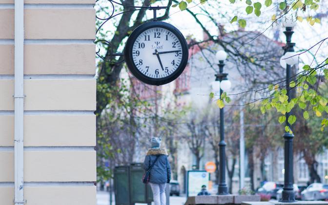 A clock on Mere puiestee in Tallinn.
