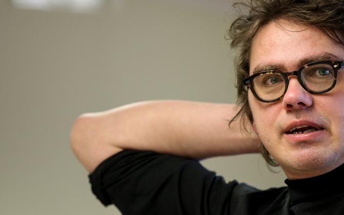 Näitekirjanik ja lavastaja Urmas Lennuk.
