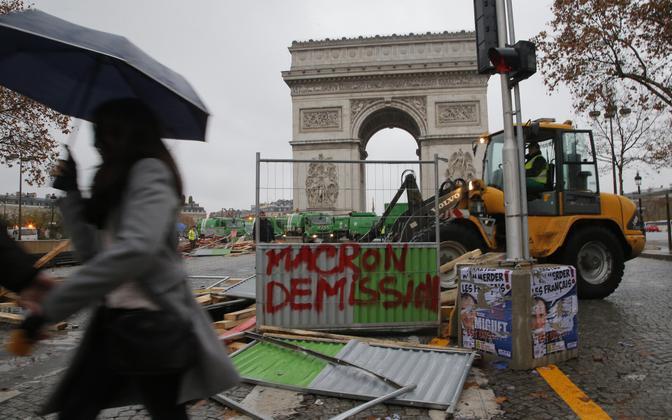 Улицы Парижа после протестов.