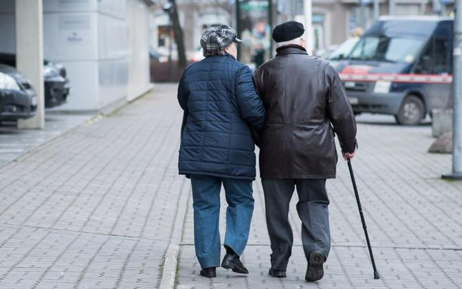 The number of people aged 65 and older who live at risk of poverty increased in 2017.