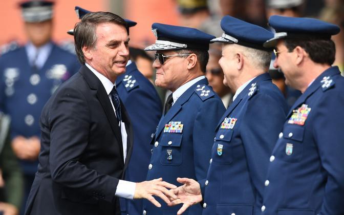 Brasiilia president Jair Bolsonaro koos õhuväe kindralitega.