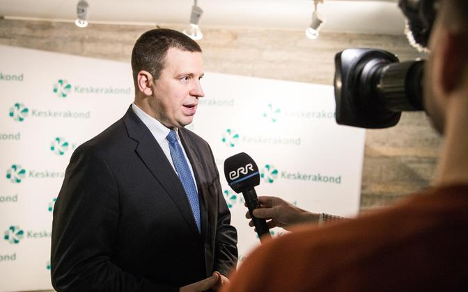 Prime Minister and Centre Party leader Jüri Ratas speaking to ERR at the party conference on Saturday.