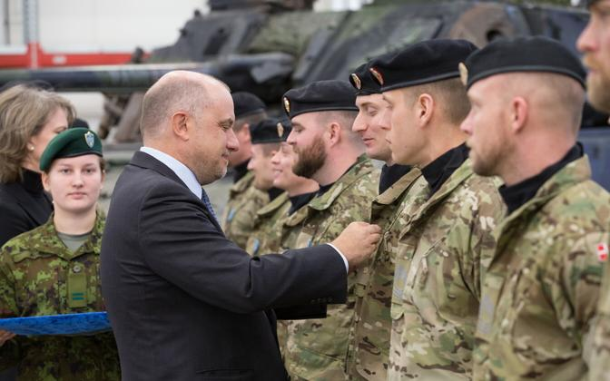 Defence Minister Jüri Luik awarding mission medals to Danish soldiers, Tapa, 15 January 2019.