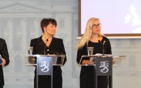 Finnish Minister of Transport and Communications Anne Berner (left) and Minister of Economic Affairs and Infrastructure Kadri Simson (Centre) at a press conference in Helsinki. November 2018.
