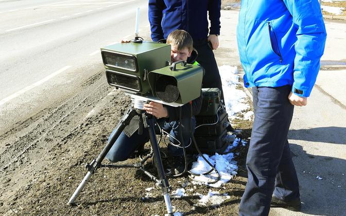 Maanteeamet testimas mobiilset kiiruskaamerat 2016. aastal.