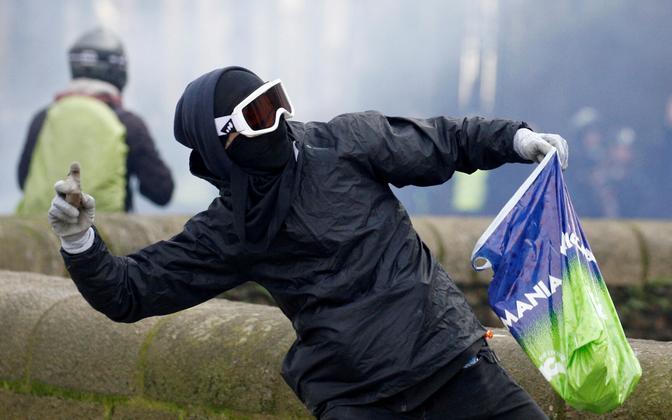 Tänavalahingutes osaleja kollavestide meeleavalduste ajal Nantes'is.