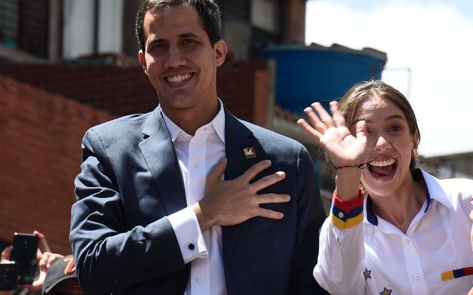 Juan Guaido abikaasaga.