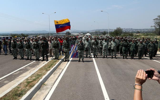 Venezuela sõjaväelased tõkestasid Colombiat ja Venezuelat ühendava silla.